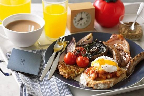 un grand petit déjeuner